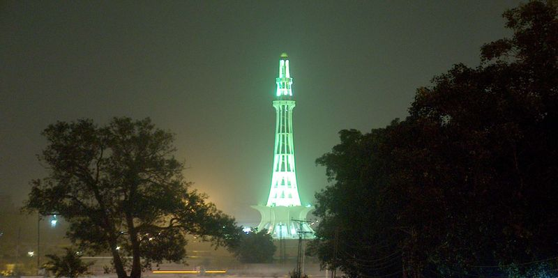 http://ammaryasir.files.wordpress.com/2008/03/minar-e-pakistan.jpg